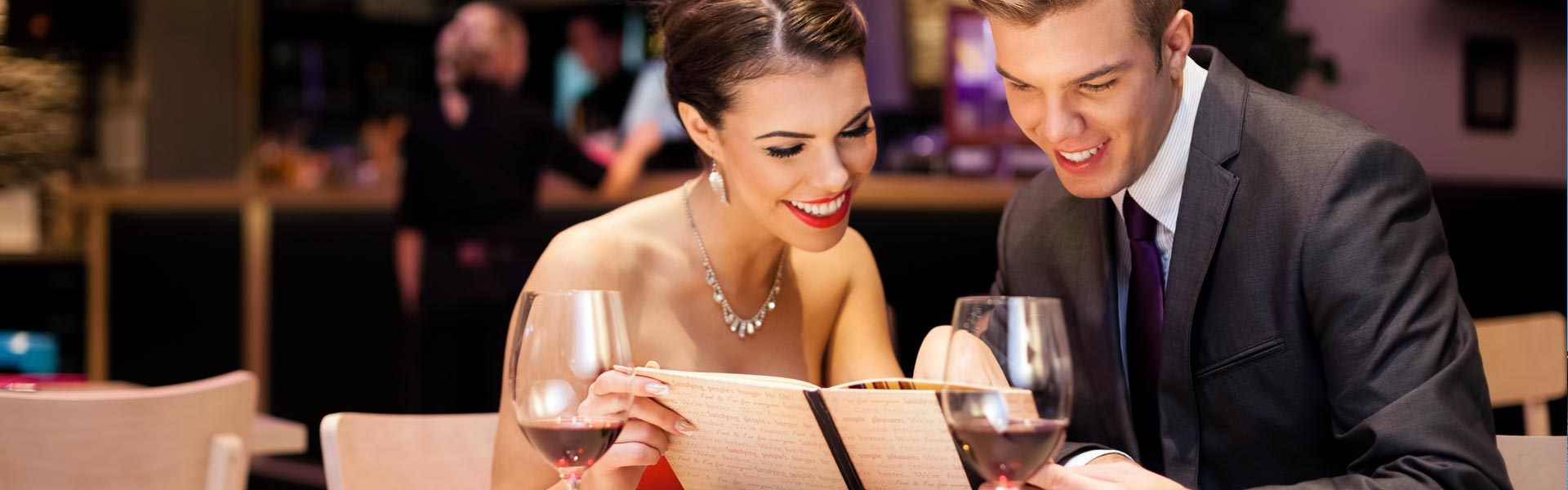 Cocktail e ristoranti in crociera: cosa scegliere e come vestirti