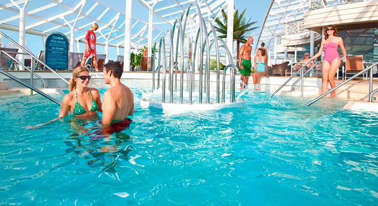 Symphony Of The Seas, una piscina