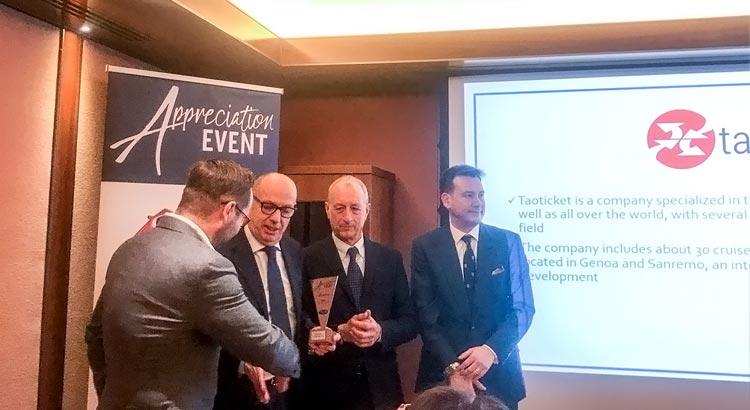 Nicola Lorusso ritira il premio Top Partner Italia